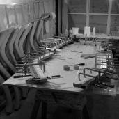 Membrures réalisées en lamellé-collé : des lamelles de sipo collées à l'epoxy. Du sipoxy quoi !